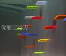 优酷亚克力制品耐克使用多种颜色